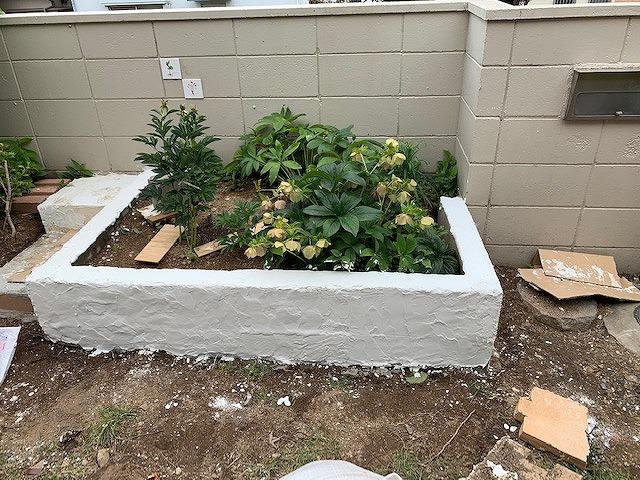 [DIY]タイルを貼って花壇を仕上げました!庭の小道も作り始めた!